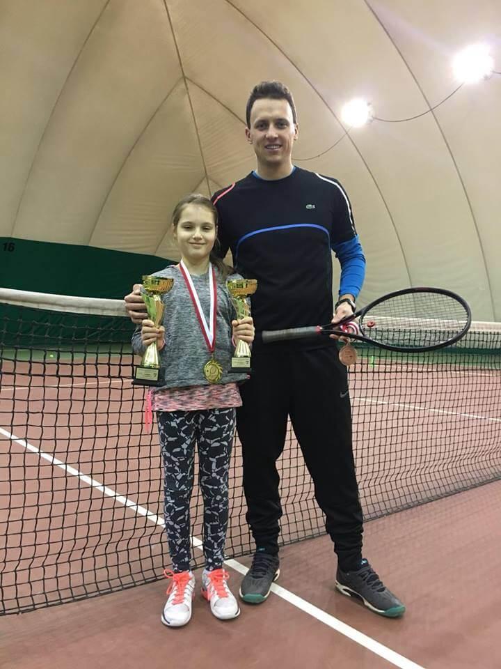 Monika Stankiewicz z trenerem tenisa Michałem Lewandowskim na wygranych mistrzostwach 2018 Kołobrzeg